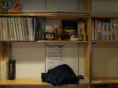 棚 (shelf) (Paul_ (shin.ogata)) Tags: 伊豆屋 izuya 酒店 liquor 荏原町 ebaramachi 品川 shinagawa レコード record プラモデル plastic model lp sp