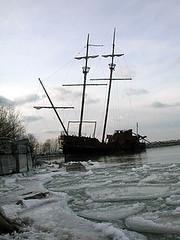 (shannon rae) Tags: shipwreck iceberg tallship lakeontario icebergs