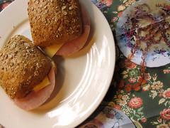 Sundays Sandwich (Ozute) Tags: square bread lunch duo plate ham sandwich eat snack chees vierkantjes