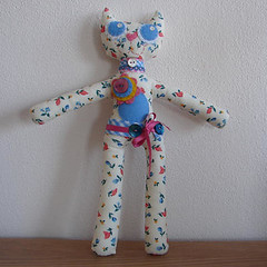 O SEBASTIO (xicamatrica) Tags: art boneco doll dolls handmade pano craft felt plush softies feltro boneca bichos trapo bonecos manualidades tecido trapalhada artesanatosoftie