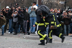 April 4, 2006 - 19:14 (Hughes Lglise-Bataille) Tags: rescue paris france color riot protest photojournalism olympus 2006 demonstration violence firemen manifestation cpe e500 topv2000 topv3000