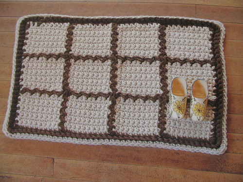 Knitted Place Mat by Meukin.