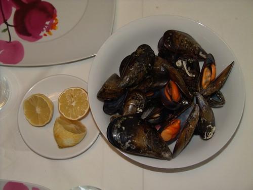 Spain: Steamed mussels. Mejillones al vapor.