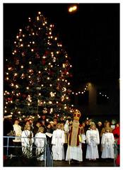Santa Clause Is Coming To Town (florian.b) Tags: xmas christmas weihnachten christmasmarket merrychristmas fröhlicheweihnachten frohesfest nikolaus knechtruprecht engel angels white tree christmastree weihnachtsbaum lights santaslittlehelper 2412 december jesus froheweihnachten winter winterwonderland