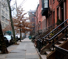 xmas 05 (madabandon) Tags: christmas brooklyn perspective streetscene hicksstreet christmasday2005 stoops myeverydaylife