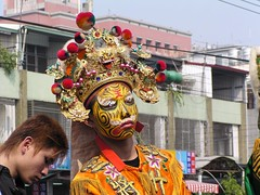 Chiayi temple procession - face-painted participant (shimmertje) Tags: chiayi 300th anniversary city temple procession jiayi taiwan wencai yu tinkerbell facepaint face paint yellow 50v5f