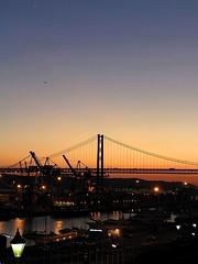 Port of call (Gurugo) Tags: bridge sunset portugal port lafotodelasemana albaluminis lisboa lisbon eps1 votadaconeps eps2 tejo ponte25deabril tagus lfscontraluces