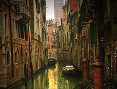 Bella Venezia (sole) Tags: world city travel venice houses urban italy holiday art water topv2222 boats bravo europe flickr cities 2006 canals dreamy urbanlandscapes solea topf400 topf425 topf350 topf375 europeancities impressivebeautiesgroup