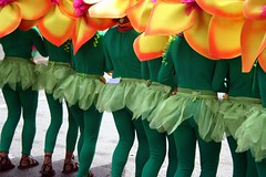ikid (Farl) Tags: flowers green colors festival petals costume catholic dancers faith philippines religion cebu shake behind tradition wiggle sinulog sinulog2006 cebusugbo
