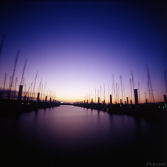 Suite of brightness and darkness (tearoom) Tags: blue sunset sea sky orange black silhouette japan night topv333 purple yacht dusk pinhole osaka zero2000 magichour zeroimage yachtharbor hokkou 250v10f