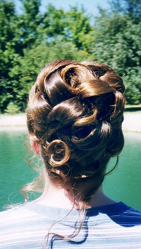 Good hairstyle for thick hair. Bridal hair, bride's hairstyles,