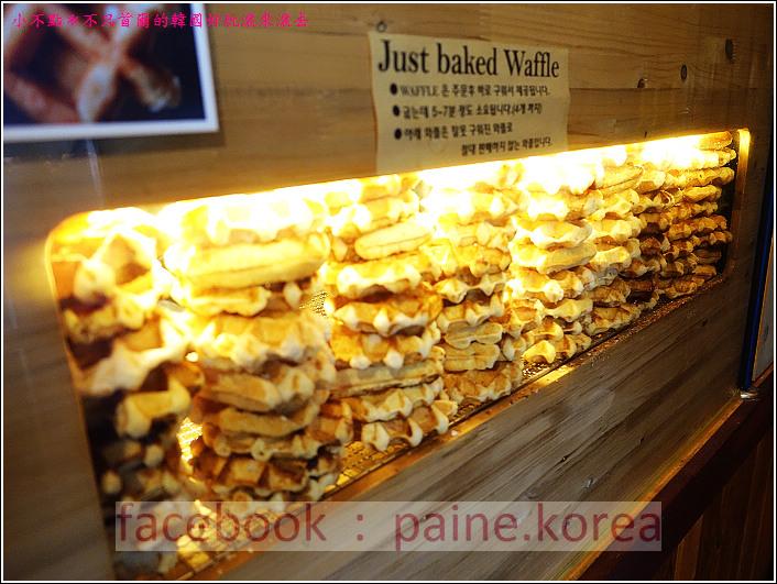 新村梨大 waffle it up cafe (3).JPG