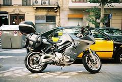 BMW F800ST - Barcelona (Chi Bellami) Tags: barcelona colour film 35mm spain nikon kodak scan motorbike negative scanned bmw motorcycle 100 nikonos ektar c41 nikonosv f800st scalefocus amphibiouscamera zonefocus chibellami photohippo