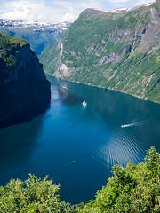 DSC_4000 (stefanh.varberg) Tags: chevrolet corvette geiranger norge fjord husbil mc utsikt örnesvingen