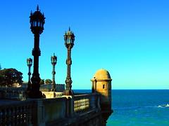 Cádiz (sebastiánaguilar) Tags: 2017 cádiz andalucía españa mar agua m murallas