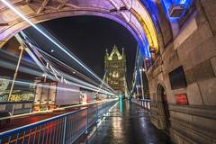 Tower Bridge at night (Helmut Wendeler aus Hanau) Tags: england grosbritannien königreich lichtstrahlen london nachtaufnahmen scheinwerferstahlen themse towerbridge vereinigteskönigreich light beam