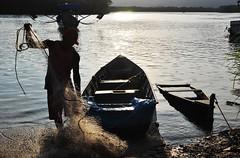 (Ruby Ferreira ®) Tags: net rio forest river boats fisherman barcos silhouettes pescador silhuetas rêde