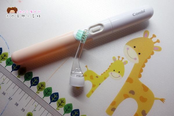 Combi teteo幼童電動牙刷牙膏 (8).JPG