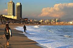 Barceloneta's surfers (Pemisera) Tags: pemisera pemiserarols josepmariaserarolsphoto barcelona barceloneta catalunya catalonia cataluña catalogne mar mer sea see mediterrània méditerranée mediterran mediterráneo platja playa beach plage surf surfer surfing sufergirl surfbarcelona urbanlandscape