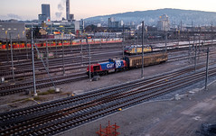 Morning@Hardbruecke: Shunter returning(2/3) (jaeschol) Tags: am843 dieselhydraulischelokomotive eisenbahn europa hardbruecke kantonzürich kontinent kreis5 lokomotive morgen morning rangierer schweiz stadtzürich switzerland transport zeit zürich ch