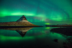 Surrounding aurora (3dgor 加農炮) Tags: iceland kirkjufell northernlights aurora reflection night