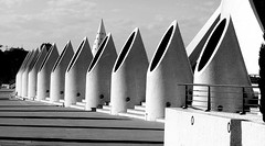 Blanco y negro valenciano (vittorio vida) Tags: bn bw architecture valencia spain art science modern city
