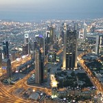 Skyline von Dubai bei Nacht