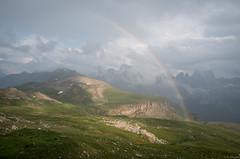 Regenbogen am Schlern (Frühlinger) Tags: morning italien cloud sun mountain tirol pentax wolken berge alm seis alpen rise sonne morgen dolomiti gebirge süd dolomiten gipfel aufgang schlern 18135 k30