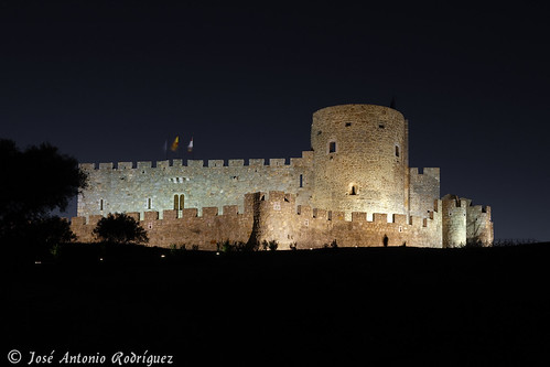 "Castillo de La Adrada (Ávila) • <a style=""font-size:0.8em;"" href=""http://www.flickr.com/photos/133275046@N07/18871377388/"" target=""_blank"">View on Flickr</a>"