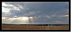 Haces de luz (Lourdes S.C.) Tags: españa sol andalucía paisaje cielo nubes campo puestasdesol nwn rayosdesol hazdeluz hacesdeluz provinciadejaén
