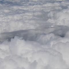 一昨日は台風の影響で四国西部は雲に覆われていたが、本当なら宇和島のリアス式海岸から四万十川の蛇行が眺められる。右手には足摺岬も。