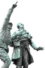 L-haut ! (Gycess) Tags: sculpture france monument guide chamonix montblanc hautesavoie rhnealpes jacquesbalmat