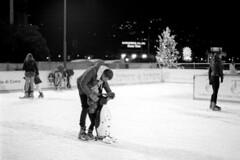 Scivolando sotto le stelle... (sirio174 (anche su Lomography)) Tags: skate skaters skating ice iceskating pattinaggio pattinaggiosughiaccio pistanatalizia como piazzacavour cittàdeibalocchi natale christmas