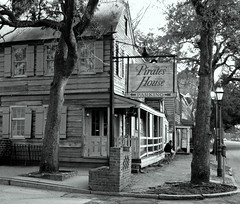 Pirates' House (brookt1970) Tags: usa georgia savannah pirateshouse old building blackandwhite south pirate restaurant outdoor architecture canon powershot