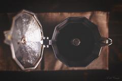 4/53 (A. del Campo) Tags: nikond7000 nikon nikkor café coffee vintage drink bokeh composición composition stilllife bodegón bebida naturalezamuerta invierno luz light sombras shadows cafetera spain inspiración