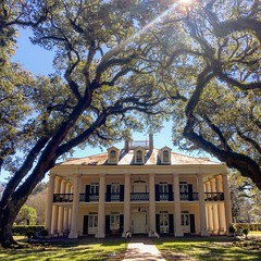 Oak Alley Plantation (El Cheech) Tags: spanish victorianhouse victorian mansion oakalleyplantation darkhistory plantation slaves slavery historic history southern dirtysouth south louisiana