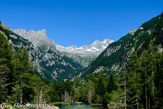 Val di Mello: ameni paesaggi lacustri e ardite cime alpine (Gruppo Disgrazia) sullo sfondo