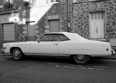 Cadillac blanche (Anne-Christelle) Tags: white car voiture cadillac blanche ivrysurseine