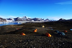 Svea base camp (mariotti.francois) Tags: sea summer camp dog mountain snow ice water norway trekking landscape island tents kayak hiking north tent pole svalbard fjord svea ucpa spitzbergen northem