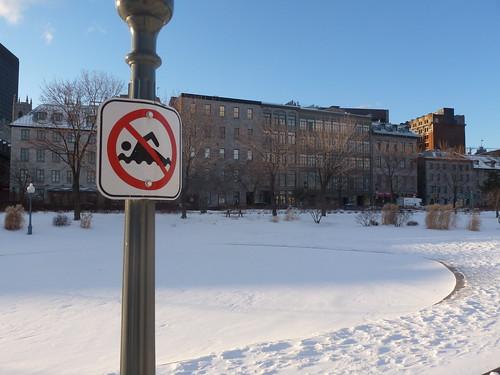 Prière de ne pas nager dans la neige. Montréal, Québec