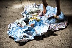 (Antonio Gutiérrez Pereira) Tags: antoniogutierrezfotografia dinamocoworking retrato mapa mundo niño niña pies pisar futuro