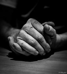 Hands of Worker (Fréd.C) Tags: 50mm hands work canon lens light black