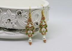 Arshiya (BeeJang - Piratchada) Tags: beadweaving beadwork beading tutorial pattern earrings bracelet gold muscat duracoat miyuki crystal swarovski olivine pearl white jewelry handmade