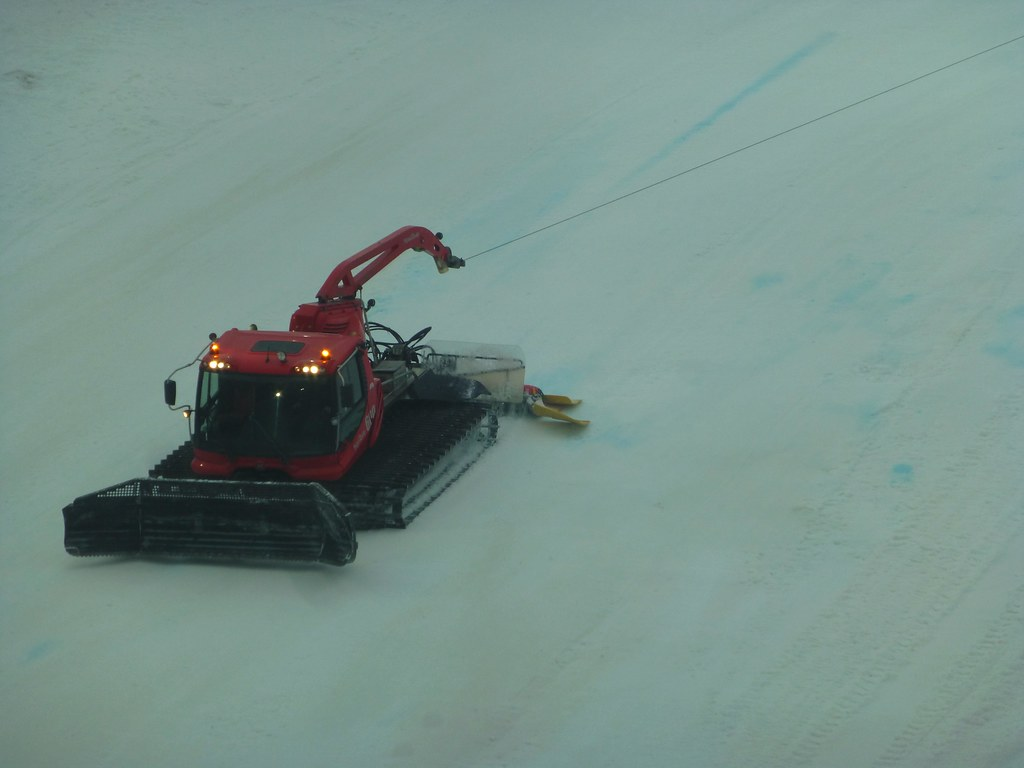 The World's Best Photos of groomer and pistenbully - Flickr Hive Mind