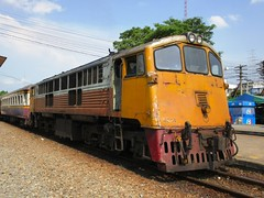 4044 at Nakhon Pathom (Barang Shkoot) Tags: electric thailand general engine loco thai ge siam cummins gek srt 4044 rsr shovelnose um12c