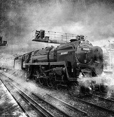 steam locomotive 'Britannia' (B&W version) (por2able) Tags: blackwhite devon textured britannia steamlocomotive exeterstdavids t189 darkwood67 joessistah brbritanniaclass7mt462no70000