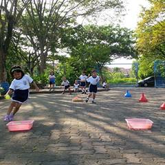 kegiatan-olahraga-memindah-bola-lari-silang (7)