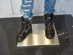 If you have 1000 euros / 8700 nkr, you can get these Phillip Plein shoes!