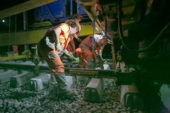 Bearbeitet-Klein1547 (Peter Hauri) Tags: street nightphotography railroad people work switzerland availablelight steel candid tracks documentary worker heroes nocturne gravel highiso