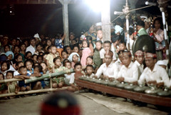 26-429 (ndpa / s. lundeen, archivist) Tags: girls people bali color men film boys musicians kids 35mm children indonesia dance sitting audience 26 stage traditional nick performance culture southpacific 1970s spectators 1972 headbands seated gong indonesian gamelan onlookers balinese dewolf oceania pacificislands metallophone nickdewolf photographbynickdewolf metallophones pacificislandculture reel26
